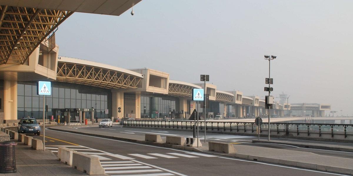 Добраться в Мадонна ди Кампильо из аэропорта Мальпенса. Такси эконом и бизнес класса.